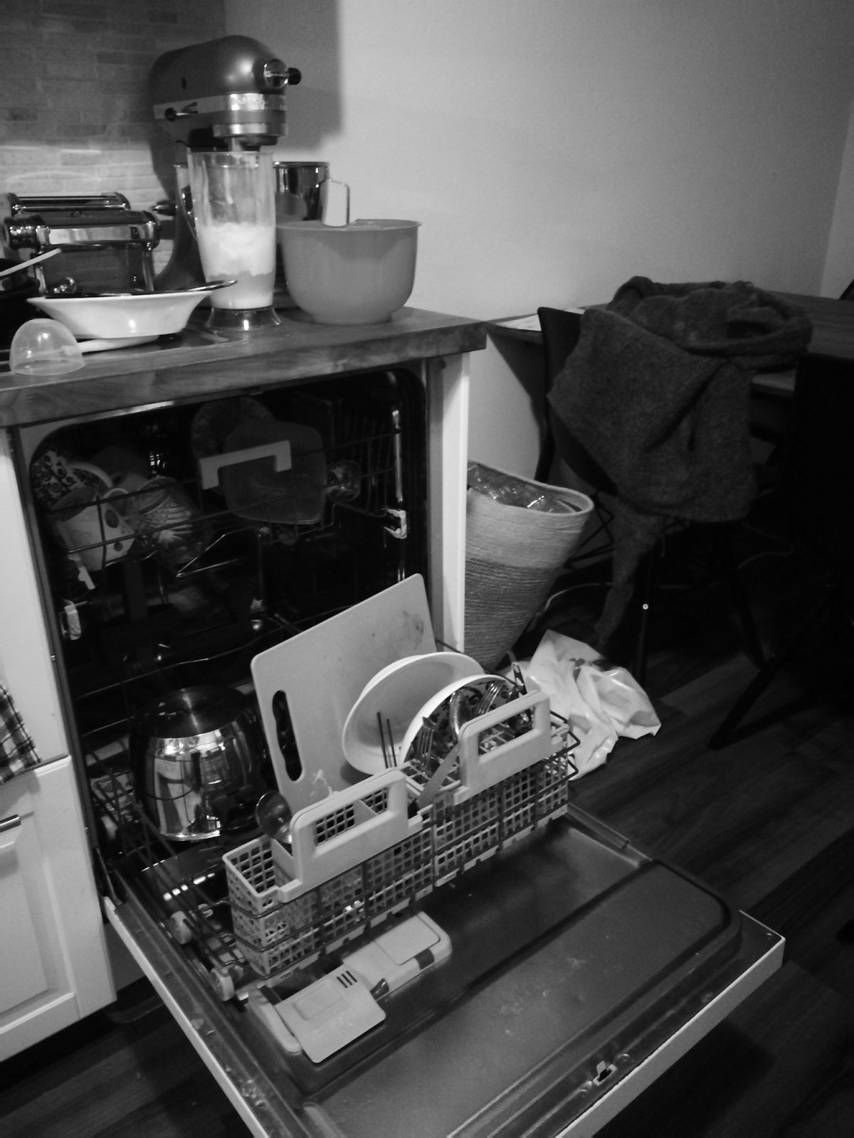 Kuka tyhjentää tiskikoneen?